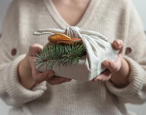 CHEPL /étiquettes en Papier de no/ël 96PCS /Étiquette de Cadeau de No/ël Cartes-Cadeaux en Papier Kraft avec Corde Suspendue pour Arbre de Noel Pr/ésent D/écoration et Artisanat de Bricolage